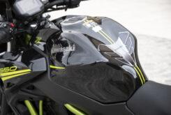 Kawasaki Z650 detalles deposito 2020