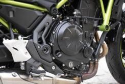 Kawasaki Z650 detalles embrague 2020