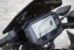 Kawasaki Z650 detalles instrumentacion pantalla LCD 2020