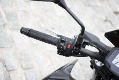 Kawasaki Z650 detalles piña izquierda 2020