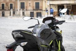 Kawasaki Z650 detalles posicion conduccion 2020