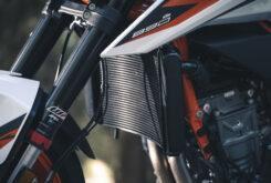 KTM 890 Duke R 2020 detalles 16