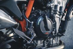 KTM 890 Duke R 2020 detalles 18