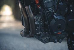 KTM 890 Duke R 2020 detalles 19