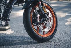 KTM 890 Duke R 2020 detalles 2