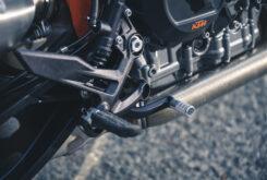KTM 890 Duke R 2020 detalles 20
