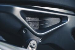 KTM 890 Duke R 2020 detalles 22