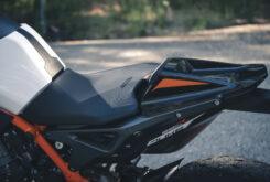 KTM 890 Duke R 2020 detalles 30