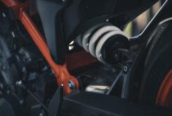KTM 890 Duke R 2020 detalles 31
