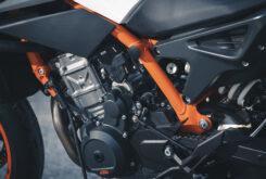 KTM 890 Duke R 2020 detalles 32