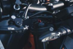 KTM 890 Duke R 2020 detalles 35