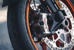 KTM 890 Duke R 2020 detalles 4