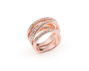 Anel Twist com Cristais Swarovski Elements® | Rosa Dourado