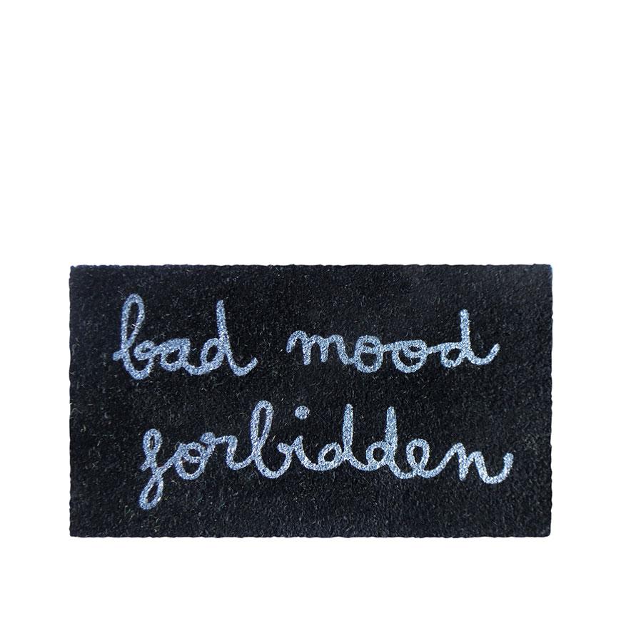 tapete de entrada bad mood forbidden casa e decora o zori by odisseias. Black Bedroom Furniture Sets. Home Design Ideas