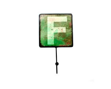 Cabide Decorativo Letters Metal | Letra F