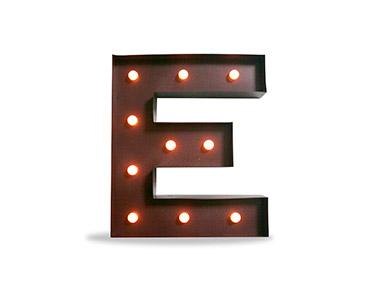 Iluminação Metálica Decorativa | Letra E