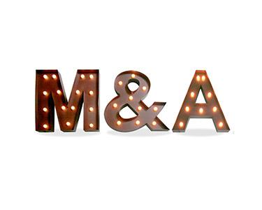 Iluminação Metálica Decorativa Letras M&A
