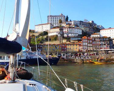 Passeio de Veleiro pelo Douro a Dois | 2h | Tapas & Sangria a Bordo