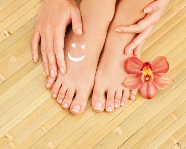 Manicure + Pedicure com Aplicação de Verniz | Saldanha ou Miraflores