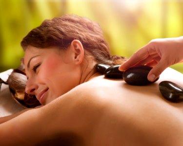 Care4U | 2 Massagens à Escolha - Relax, Terapêutica, Pedras & Drenagem