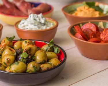 Sushi de Alheira & Tapas c/ Bebida para Dois | A Tendinha