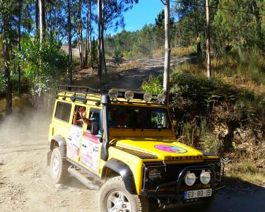 Tour de Jipe 4x4 pelas Montanhas do Porto a 2 | Oporto Mountain Tour