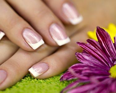 Mãos Perfeitas em 2 Sessões de Manicure com Gelinho | Petit Salon