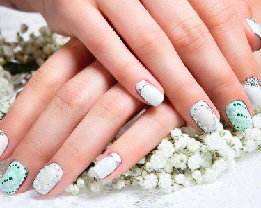 Mãos Bonitas! 2 Manicures + Aplicação Verniz Gel ou Tradicional | 2 Locais