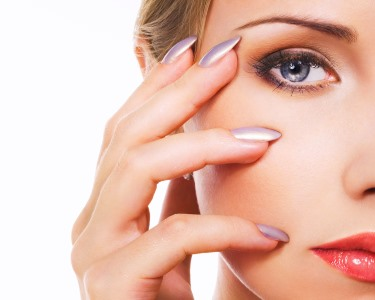 Miminho de Beleza: Manicure c/ Verniz Gel + Threading de Sobrancelhas