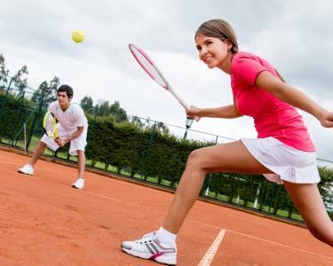 Federer ou Serena? 4 ou 8 Aulas de Ténis p/ Crianças ou Adultos
