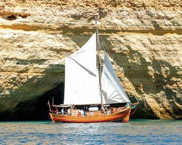 Passeio em Embarcação Pirata por Albufeira - 2 Horas | Ideal para Famílias!