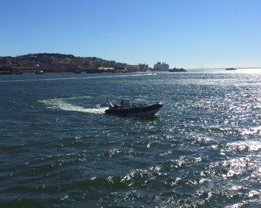 Adrenalina em Speedboat! Rota dos Monumentos pelo Tejo | Até 12 Pessoas