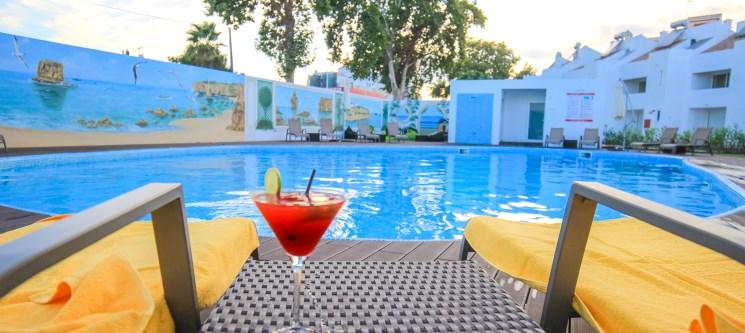 Algarve | 2 a 7 Noites c/ Opção Massagem e Meia-Pensão | Lagoa Hotel Apartamentos
