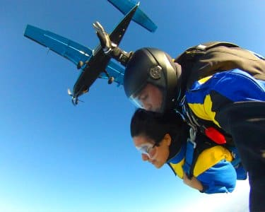 Pura Adrenalina! Salto Tandem a 3000m de Altitude | Sky Fun Center