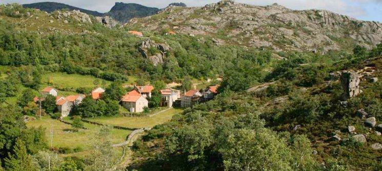 Miradouro do Castelo | Gerês - 3 Nts na Casa de Varziela & Passeio c/ Foto e Reportagem | 2 a 8 Pessoas