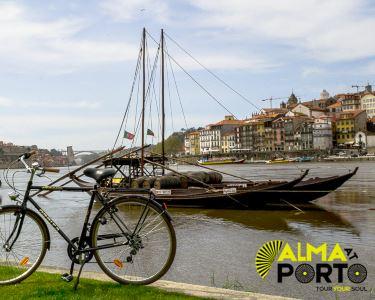 Passeio de Bicicleta e Cruzeiro com Visita às Caves | Ribeira do Porto | 4h