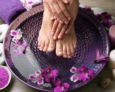 Perfeição! Manicure e Pedicure c/ Verniz ou Gelinho | Estrela