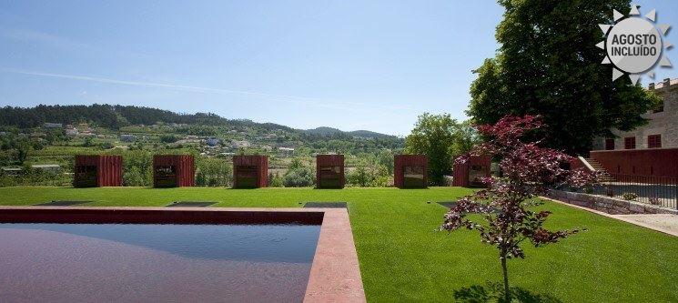 Romance de Verão em Guimarães | 1 ou 2 Noites c/ Piscina Exterior no Paço de Pombeiro
