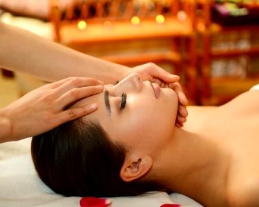 Indian Head Massage ou Padabhyanga + Cápsula Spa   C. Pequeno