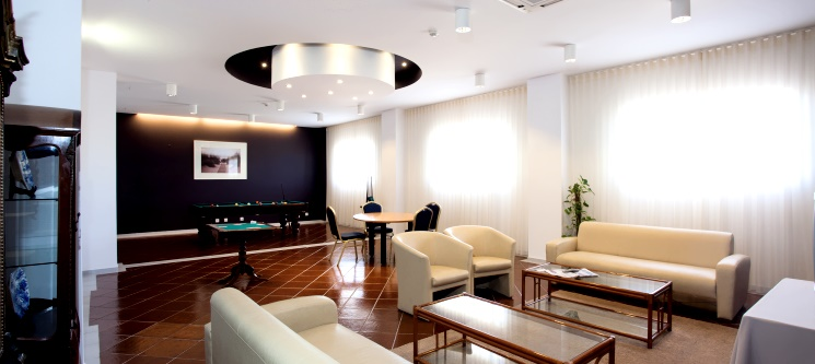 Hotel Soleil Peniche | Noite Romântica à Beira-Mar com Piscina Interior