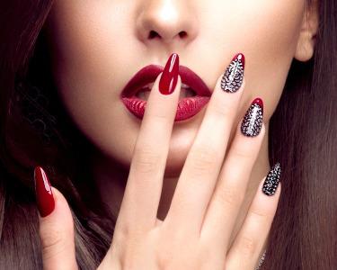 Glamour Nails! Manicure e Pedicure c/ Verniz ESSIE + Depilação Buço | SUITE 107