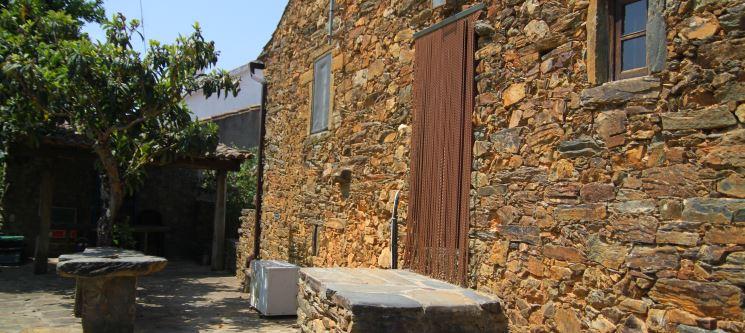 Aldeia Oliveiras | Castelo Branco - 1 ou 2 Noites Rústicas em Casas de Xisto
