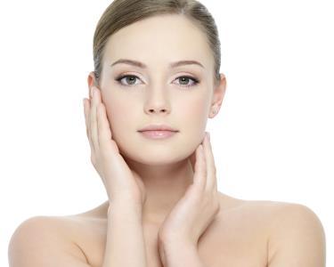 Cuide do Seu Rosto! Limpeza + Máscara + Microdermoabrasão ou Fototerapia | BodyLaser Amoreiras