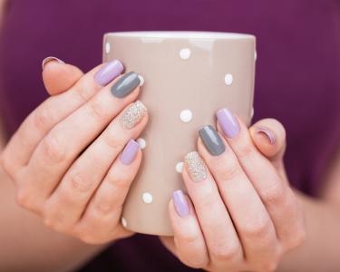 Mãos Cuidadas! Manicure com Hidratação + Verniz Gel | Algés