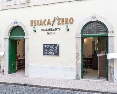 Jantar para Dois c/ Fado ao Vivo em Alfama | Estaca Zero