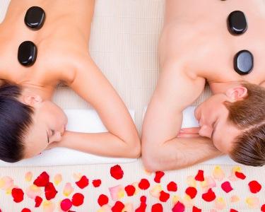 Massagem para Dois: Velas, ChocoLove ou Pedras Quentes   2 Locais - Presente Especial!