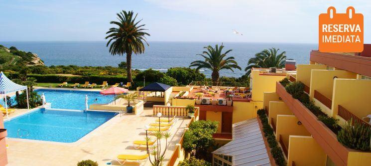 Hotel Baía Cristal Beach & Spa Resort 4* | Noite com Meia-Pensão & Spa no Algarve