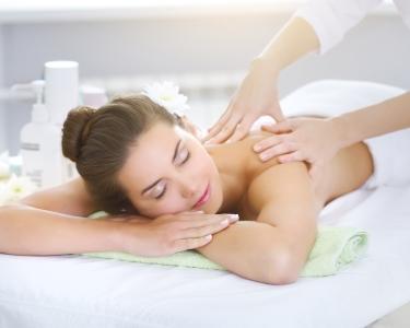 Esfoliação c/ Hidratação ou Massagem Relax | 1h | In Beauty Clinic - Pq. das Nações