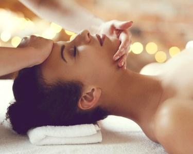 Tratamento Facial Anti-Aging + Massagem de Corpo à Escolha | 1h10 | Areeiro