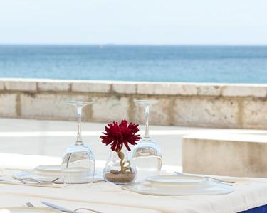 Jantar à Beira-Mar | Grelhada de Peixe c/ Garrafa de Vinho para Dois | Sesimbra